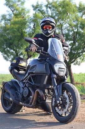 Ducati Diavel 2015 (model- Dark Stealth)