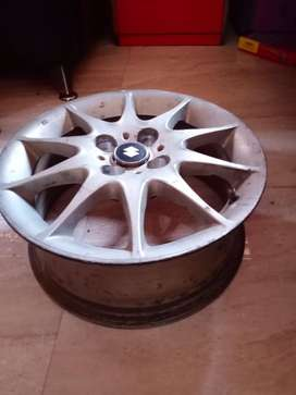 15 inch alloy wheel 5 pcs in very good condition