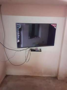 Super tv condition very good small house is combatable interest for uu