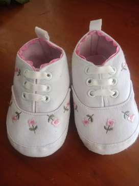 Sepatu Prewalker Perempuan Bahan Elastis Warna Putih