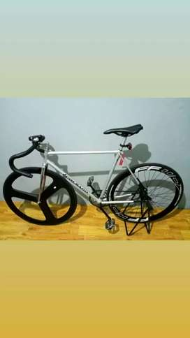 Sepeda balap Colnago