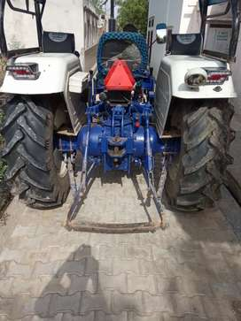 Tractor sal kanina