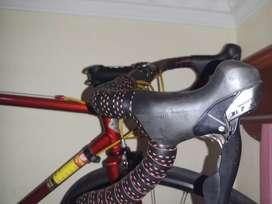 Road bike rakitan frame besi groupset 105 fullbike atau diecer bisa