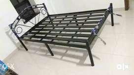 metal bed queen 5x6 saiz bed pura aasembli type