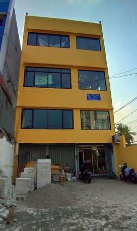 Disewakan/dijual Ruko / Rukan 3 lantai di Mampang Jakarta Selatan
