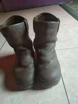 Sepatu saftey U 42