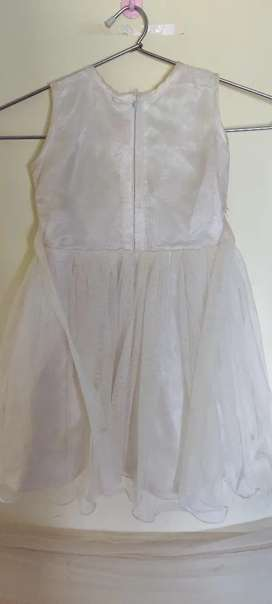 White Angel frock for 2 to 4 yrs kids, used once very beautiful look