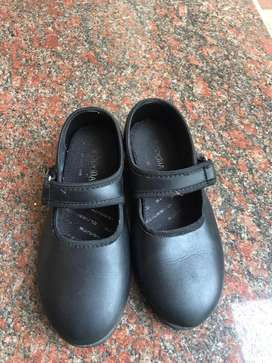 Good condition 5-6yrs girls shoe