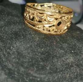 Gold ring challa