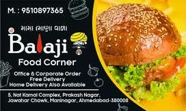 Food karigar chahiye. Khana rahena free