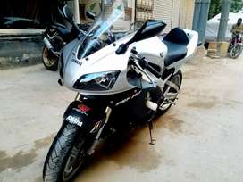 Heavy sports bike Yamaha R1 in perfect condition!!