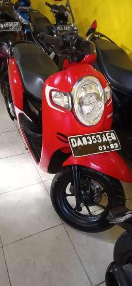 Scoopy fi warna merah hitam