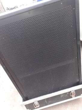 """Bass 18"""" pop signal 1 pair with flight case"""