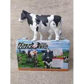 Mainan sapi bunyi dan berjalan