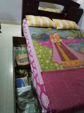 Queen size wooden it with matress