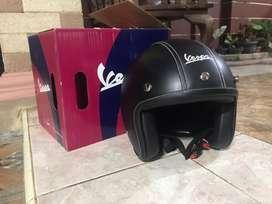 Dijual helm original vespa hitam