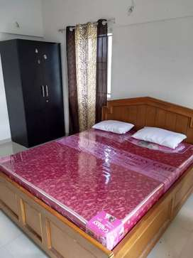 2 BHK Flat is available for Families/Bachelor Girls/ Boys