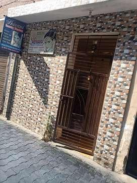 4 room 2 bathroom 2 kitchen 2 store 2 galiya flat park bilkul samne ha