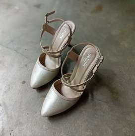 Sepatu merek Detail ukuran 38
