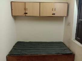 Pg rooms with attached bathroom furnished 2800/-noida sector58
