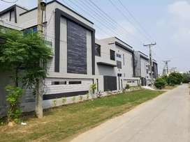 1 kanal Brand new luxury and corner house for sale in Opf Society