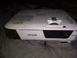 EPSON PROJECTOR(EB-S31) WITH STAND
