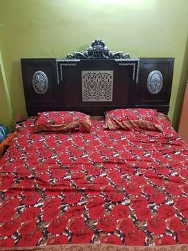 Wood bed without mattress