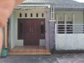 Dikontrakkan rumah siap huni untuk tahunan per tahun Rp. 17.500.000