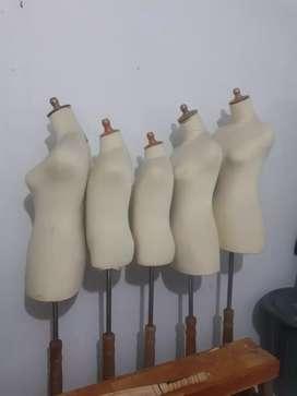 Manekin Patung Baju Cewek dan Anak Half Body Plastik Lapis Kaki Kayu