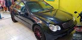 Mercedes benc new eyes tahun 2001.mewah,dobel ac muka belakang,