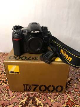 Nikon D7000 Body Only Complete