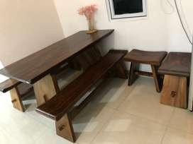 Meja makan kayu masih kondisi bagus