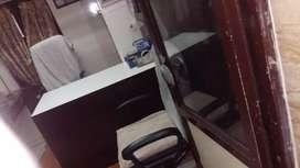 2 floors near chawri bazaar metro