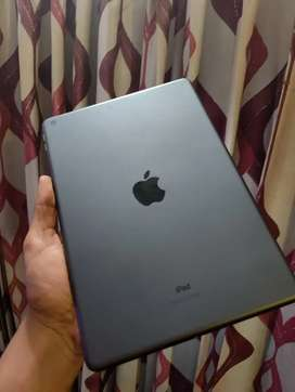 iPad 8th generation 32gb wifi only 6 month warranty with charger