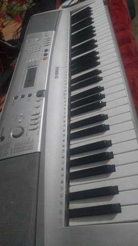 Yamaha ka best Casio bahut badhiya condition main aapko milane wala ha