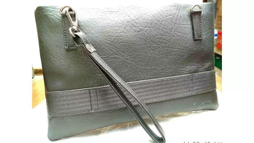 Clutch (Multigender Handbag) 0