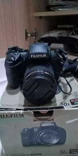 FUJIFILM EXR HS30