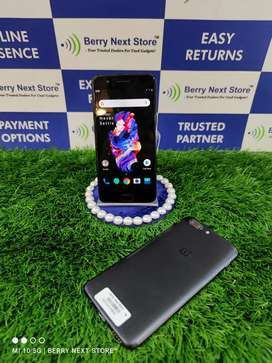 OnePlus 5 - 6GB / 64GB - Excellent Condition with All Accessories