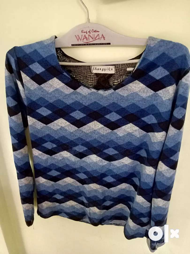 Women blue and black back styled pullover 0