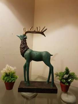 Very beautiful D E E R sculpture with 22 inch height