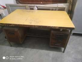 Office table heavy duty very good condition