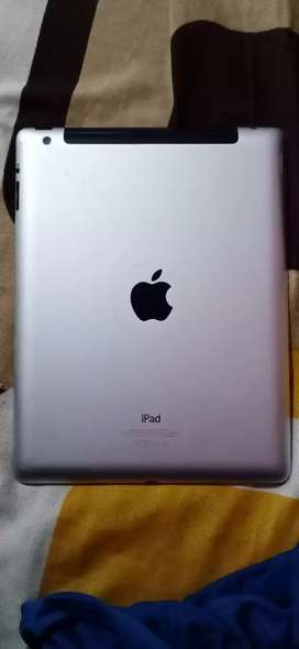 New ipad without any scratches. Brand New I pad. 32gb Ram.