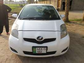 Toyota Vitz for Sale in White color, mint condition