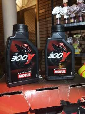 Oli Motul 300V 10W 40 Ester Core Full Synthetic