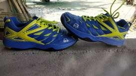 Sepatu Badminton Merk RS