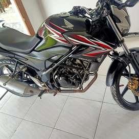Honda CB 150 R hitam