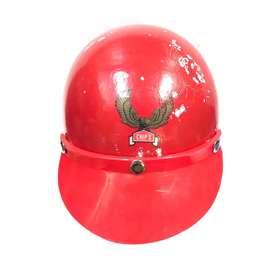 Helm chips merah