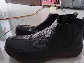Sepatu merk zeintien 42 u