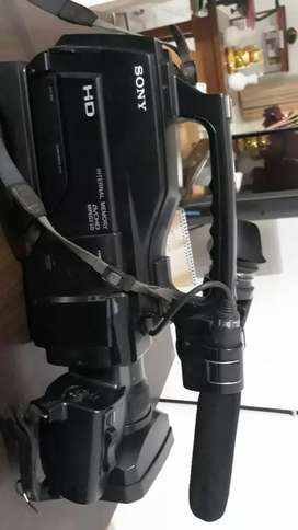 Kamera merk sony HVR HD 1000(kaset) include batterai