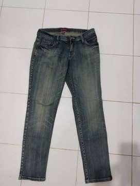 Celana jeans merek Ako